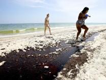 Ölpest im Golf von Mexiko - ölverschmierter Strand