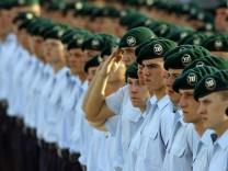 Guttenberg will Abschaffung der Wehrpflicht durchsetzen