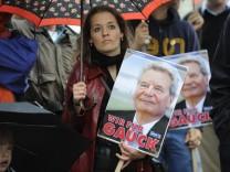 Demonstration fuer Gauck als Bundespraesident