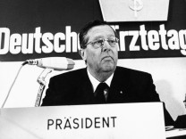 Hans-Joachim Sewering, 1973
