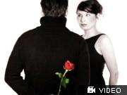 Paar, Paarprobleme, misstrauen Mann; Frau; Rose; Misstrauen; Videoflag