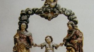 Sakrale Figur aus Kirche entwendet