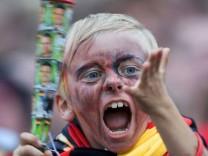 Junge mit Vuvuzela, AFP