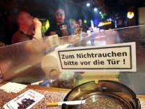 Grüne verlangen Ende für Raucherclubs und Bierzeltausnahmen