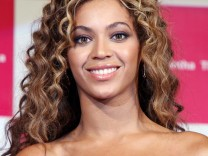 Beyonce and Solange Knowles Promote Samantha Thavasa Disney Collection