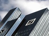 Deutsche Rentenversicherung mahnt Deutsche Bank ab