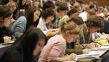 Kinderdienst: Bundestag beschliesst mehr BAfoeG und Stipendien fuer junge Leute