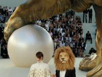 Chanel - Runway - PFW Haute Couture F/W 2011