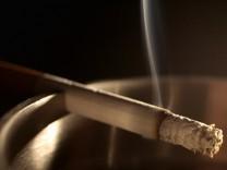 Kassen gegen Einstufung von Rauchern als Kranke