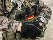 Gefährlicher Einsatz am Hindukusch: ein deutscher Soldat bei einem Einsatz nahe Kundus
