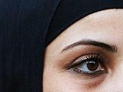 Frau mit Kopftuch, dpa