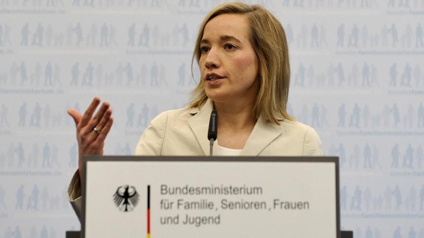 Schroeder weist Berichte ueber Elterngeldkuerzung nicht komplett zurueck