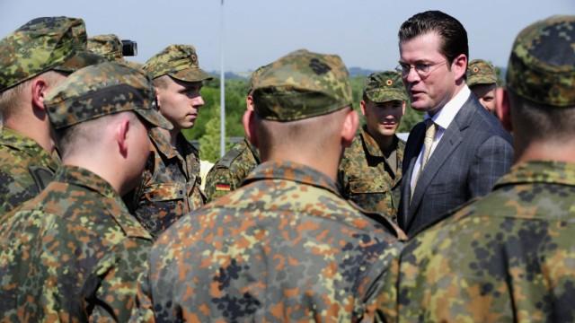 Bundesverteidigungsminister beginnt Sommerreise