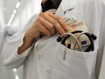 IGeL und Chefarzt-Bonus: Industrialisierung der Medizin