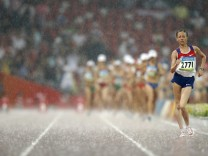 Olga Kaniskina of Russia leads the field during 20km walk at the Beijing 2008 Olympic Games