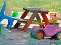 Kinderdienst: Mehr Krippenplaetze für Kinder unter drei Jahren