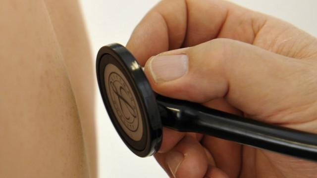 Teure Gesundheitsversorgung: Auf die Versicherten kommen durch die Reform höhere Kosten zu.
