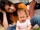 Mutter und Baby Mutter und Baby, Spielen, Weinen, unhappy baby, child, children Postnatale Depressio
