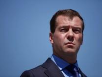 Medvedev And Merkel Meet In Meseberg