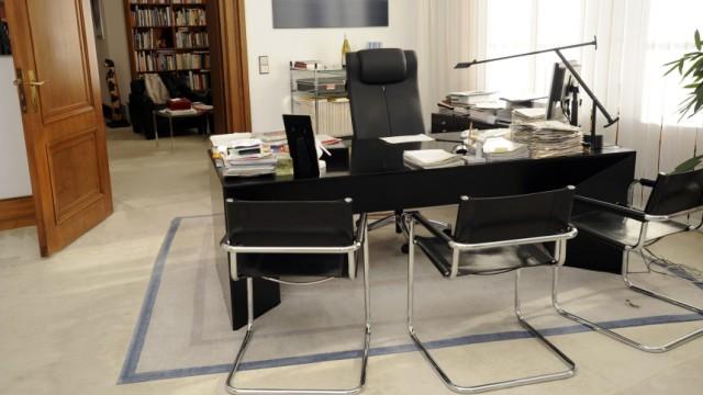 Schreibtisch im Büro von Christian Ude, 2010