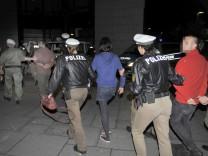 Polizei räumt besetztes Bahnhofsgbeäude