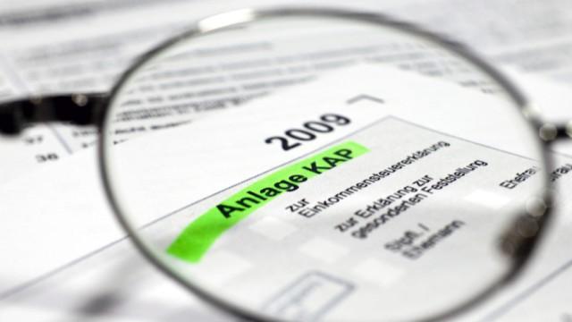 Mit der Abgeltungsteuer werden Kapitalerträge von der Bank an den Fiskus gezahlt und sollen nicht mehr in der Steuererklärung auftauchen.