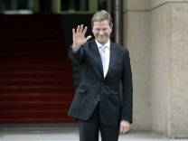 Darf erstmals eine Kabinettssitzung leiten: Vizekanzler Guido Westerwelle (FDP), hier vor dem Auswärtigen Amt Ende Juli