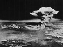 HIROSHIMA MUSHROOM CLOUD NUCLEAR BOMB EXPLOSION