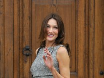 French first lady Carla Bruni-Sarkozy arrives at the Royal Hospital Chelsea in London