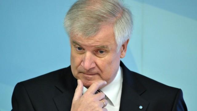 Zensus 2011: Seehofer begrüßt Mitarbeiter