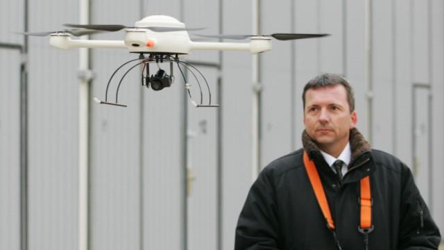 Fliegende Kamera gegen Hooligans