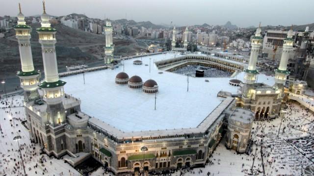 Die Kaaba im Innenhof der Al-Haram-Moschee in Mekka ist das wichtigste Wallfahrtsziel der Muslime