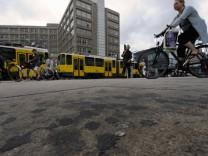 Alexanderplatz soll Teflon-Beschichtung gegen Kaugummis bekommen