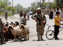 Irakischer Soldat auf Patrouille in Bagdad
