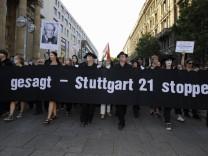 Grosskundgebung und Schweigemarsch gegen 'Stuttgart 21'