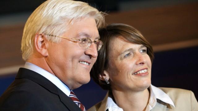 Kinderdienst: Politiker Frank-Walter Steinmeier spendet seiner Frau eine Niere