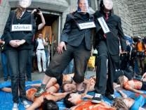 Aktion gegen Stuttgart 21 mit Kunstblut