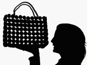 designer handtasche; prada; chanel; accessoires; getty images
