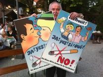 Freundliche Plakate gegen das Rauchen