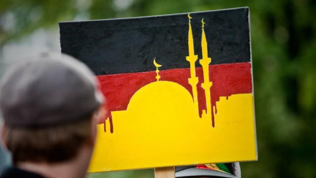 DGB-Kundgebung gegen Pro-NRW-Auftritt in Duisburg