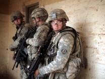 US-Soldaten bei einer Kommando-Aktion im Großraum Bagdad. Das Foto entstand im Jahre 2008.