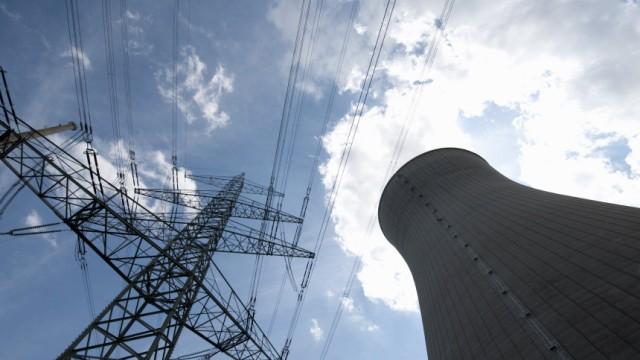 Kühlturm des Blocks B des Kernkraftwerkes in Gundremmingen (KGG) bei Günzburg in Bayern
