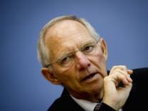 Bundesfinanzminister Schaeuble zu Sparmassnahmen im Haushalt 2011