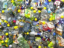Kinderdienst: Deutsche kaufen Saft und Limo immer oefter in Einwegflaschen
