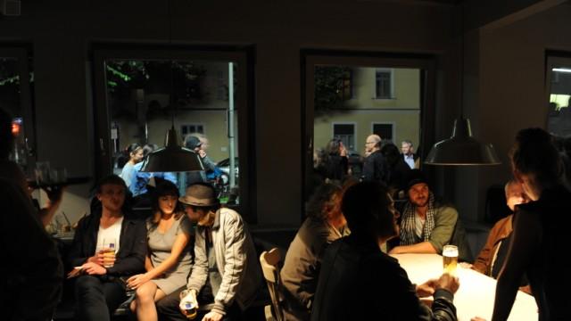 """Eröffnung des vietnamesischen Restaurants """"Charlie"""" in München, 2010"""
