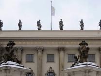 Rueckfuehrung von Figuren auf Humboldt-Uni nach Potsdam wird geprueft