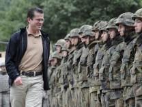 Bundeswehroffiziere: Ganze Fuehrungsebenen streichen